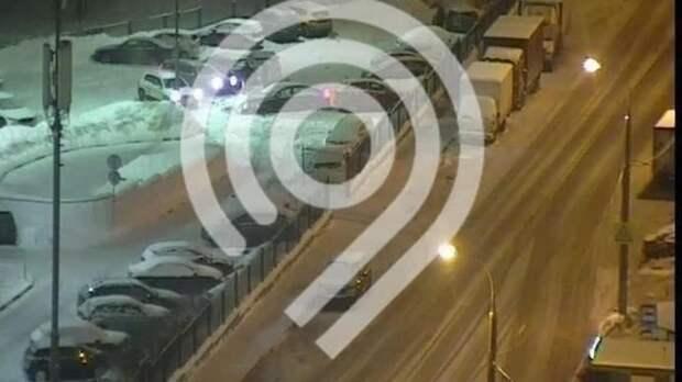 Водитель протаранил 11 автомобилей на автостоянке в Ясенево