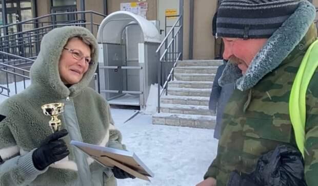 ВТюмени соседи поздравили с23февраля старательного дворника-ветерана