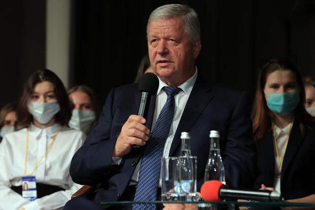 Михаил Шмаков беседует с первокурсниками СПбГУП