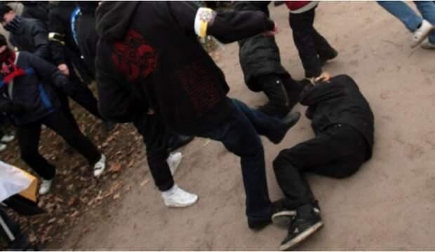 В Севастополе подростки напали на мужчину, в ответ он применил оружие