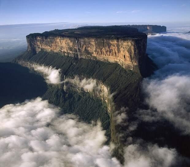Столовая гора Рорайма в Венесуэле. Фото