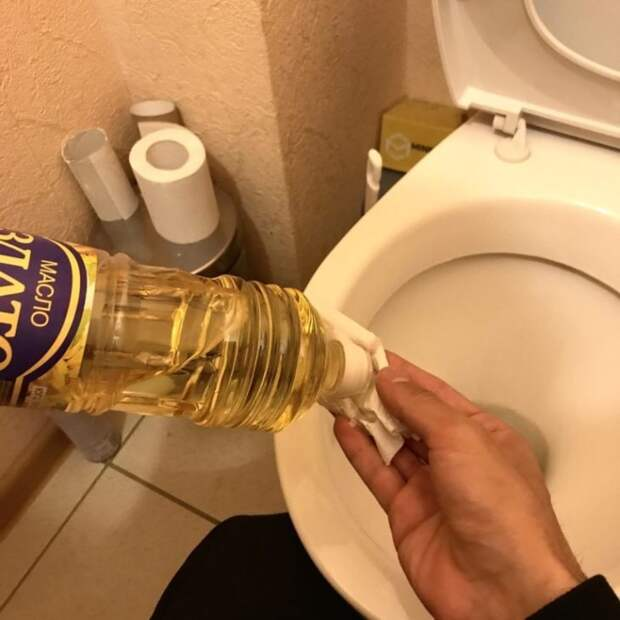 протирать маслом унитаз