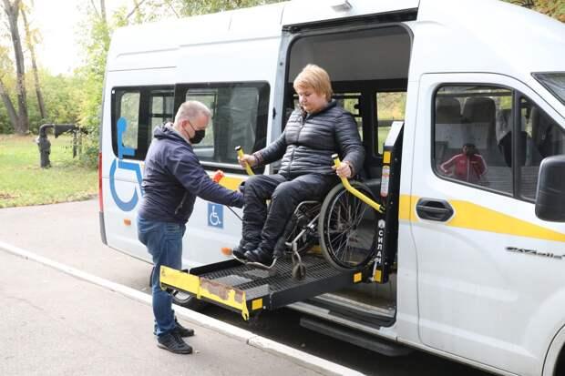 Нижегородским инвалидам-колясочникам на избирательные участки помогает добраться социальное такси