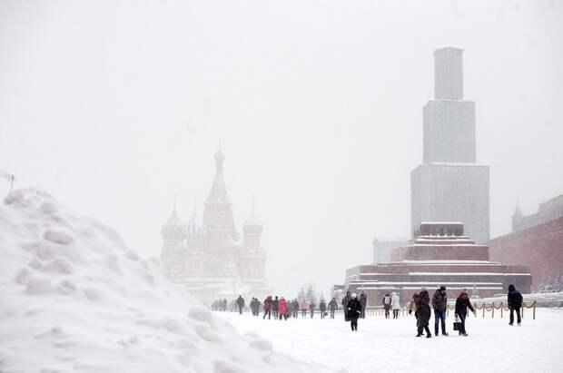 Zobacz potężną burzę śnieżną. Stolica Rosji sparaliżowana