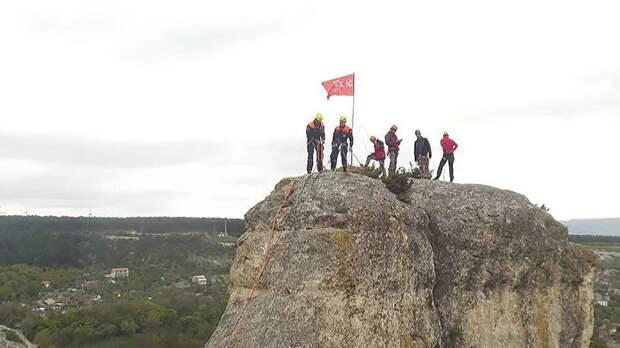 Копия Знамени Победы появилась на вершине горы Ай-Петри в Крыму