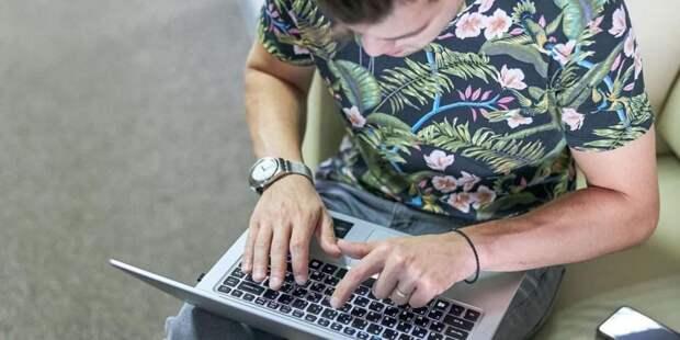 Пилот-инструктор Нерусин назвал дистанционное голосование наиболее удобным. Фото: М. Денисов mos.ru
