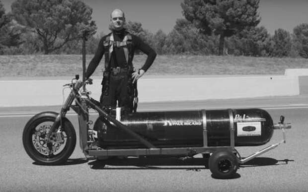 Гонщик-экстремал погиб при попытке установить рекорд скорости на реактивном трицикле