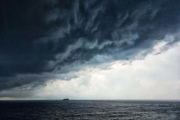 Российский самолёт открыл предупредительный огонь по британскому эсминцу в Чёрном море