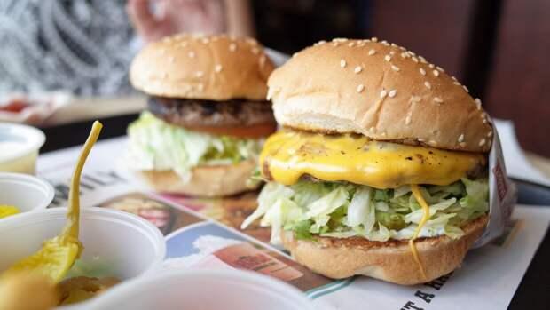 """Американец оценил качество готовки и вкус российских """"американских"""" блюд"""