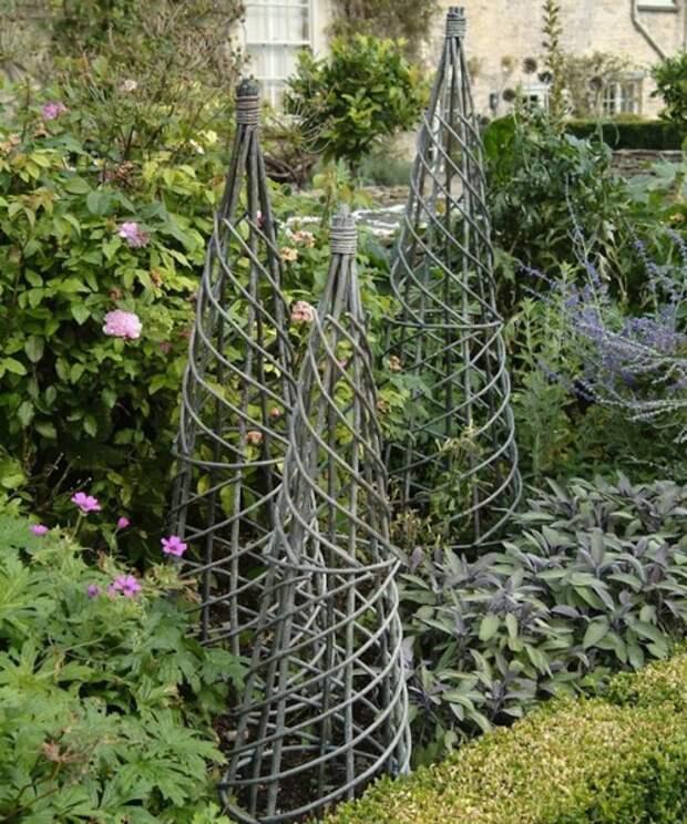 Скульптуры из прутьев, могут использоваться и в вертикальном озеленении
