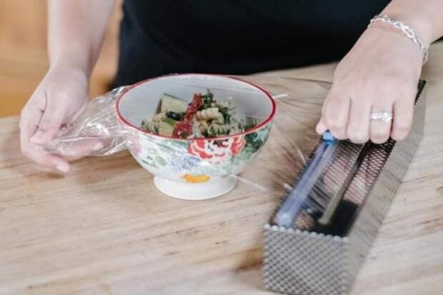 17 гениальных лайфхаков с пищевой плёнкой, которые пригодятся каждому