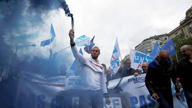 Во Франции полицейские протестуют против ненависти к себе