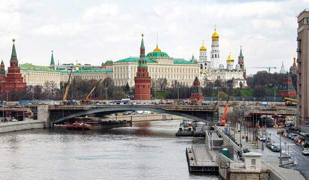 Как роботы чинят Большой Каменный мост в Москве