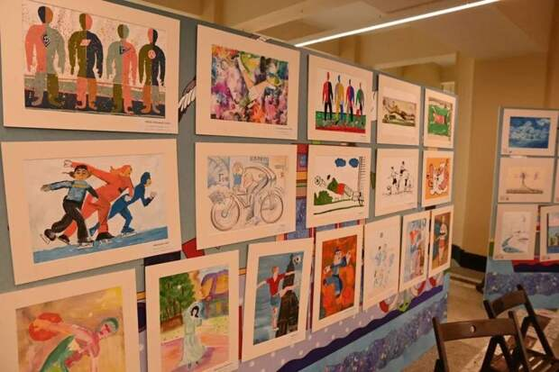 На Северном речном открылась творческая выставка «Я художник — я так вижу»