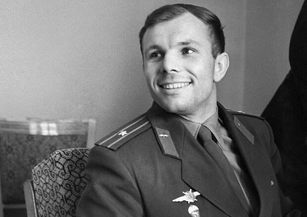 Новую версию причины крушения самолета с Гагариным обнародовал космонавт Волынов