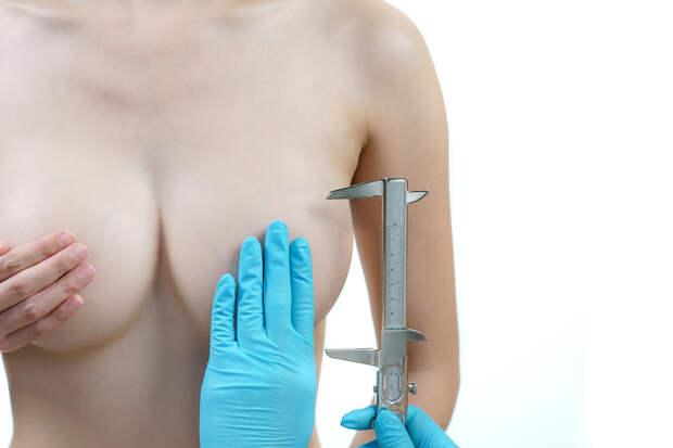 Женщине уменьшили грудь вместо замены линз в очках