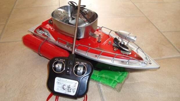 кораблик для завоза прикормки
