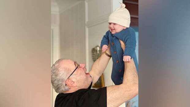 Евгений Петросян впервые показал своего сына