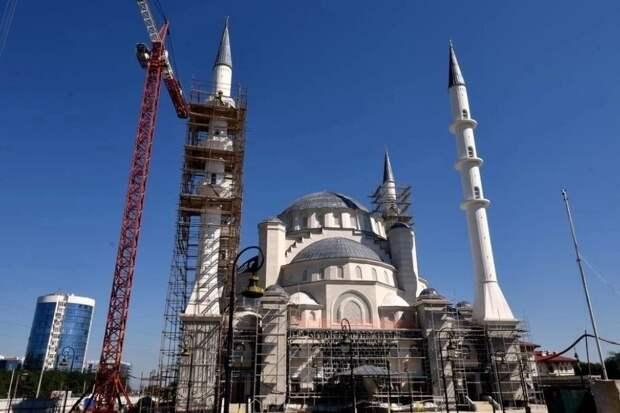 Владимир Путин поручил правительству РФ достроить Соборную мечеть Крыма