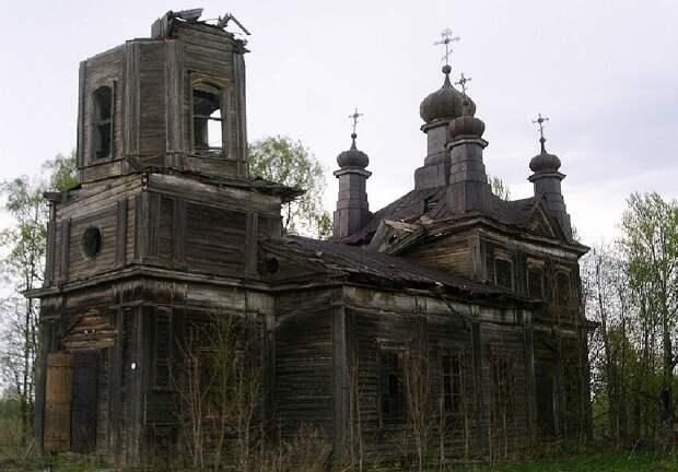 В Тверской области рухнул очередной древний храм