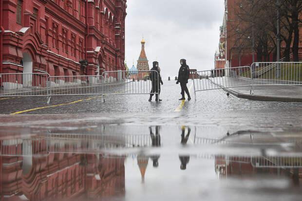 Доступ на Красную площадь перекрыли из-за урагана