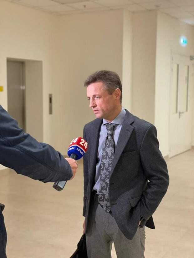 Министр здравоохранения Крыма поучаствовал в операции на головном мозге в новом медцентре имени Семашко