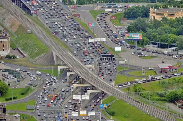 Одна из проблем такого супергорода, как Москва, - движение на дорогах. Фото: Иван МАКЕЕВ