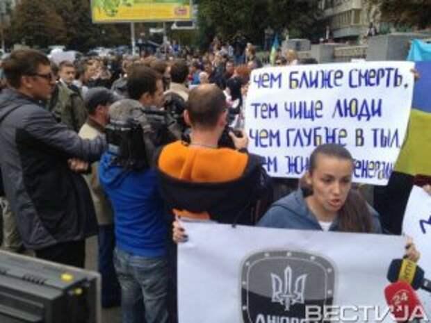 Активисты под Генштабом добились выполнения своих требований