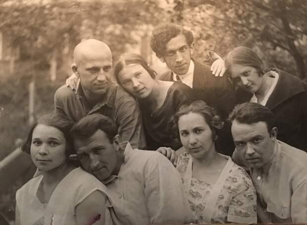 Ленинградские и киевские студенты в Киево-Печерской лавре Гертруда Бергман, 8 июля 1928 года, Украинская ССР, г. Киев, из архива Натальи Дубровиной.