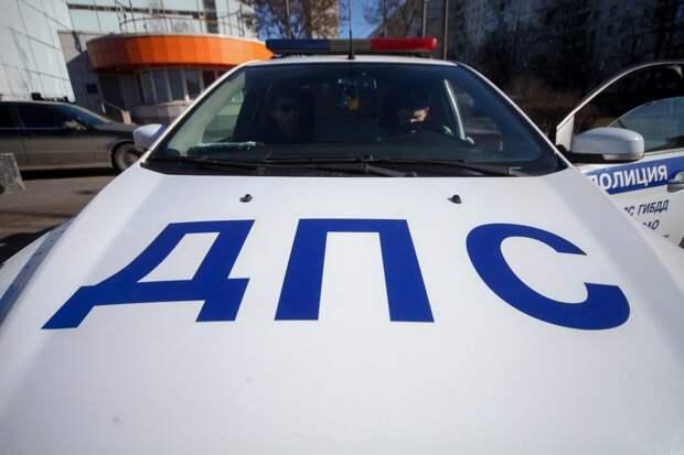На перекрёстке Сходненской и Нелидовской столкнулись джип и легковушка