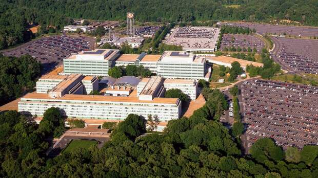ФБР ранили вооруженного мужчину за попытку прорваться в штаб-квартиру ЦРУ