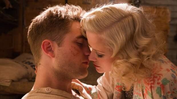 7 самых неловких кинопоцелуев десятилетия (заних было немного стыдно)