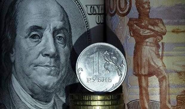 Рубль заметно снижается к доллару на ухудшении аппетита к риску