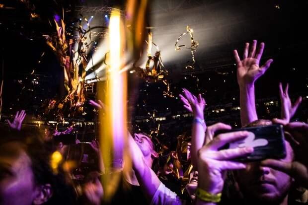 Организаторов концерта Artik & Asti в Петербурге накажут за нарушение антиковидных мер