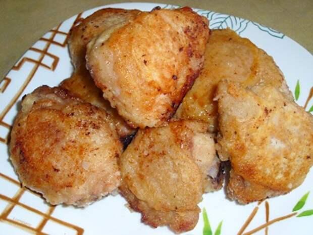 Курица жаренная в кефирном соусе готова