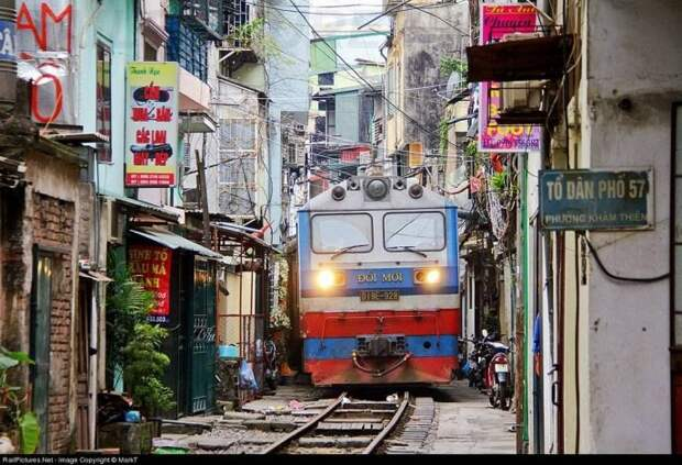 7 поездов, которые проходят через самые необычные места, image #10