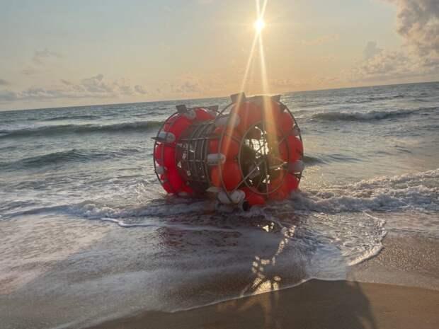 """В надувном пузыре по открытому океану около 1600 км  из Флориды на Бермудские острова пытался """"пробежать"""" спортсмен (Видео)"""