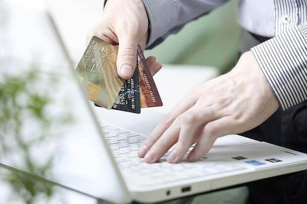 Россияне стали в два раза чаще совершать покупки через интернет в период пандемии
