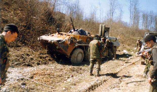 СК установил боевиков, причастных к нападению на колонну пермского ОМОНа в Чечне