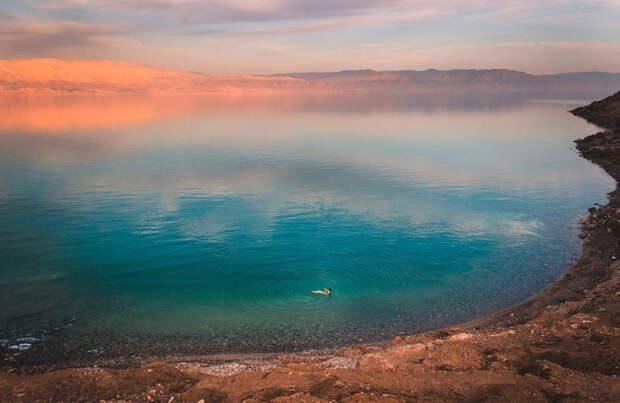 Победитель в категории «пейзаж»: Плавание в Мёртвом море. Автор: Aline Fortuna, Бразилия.