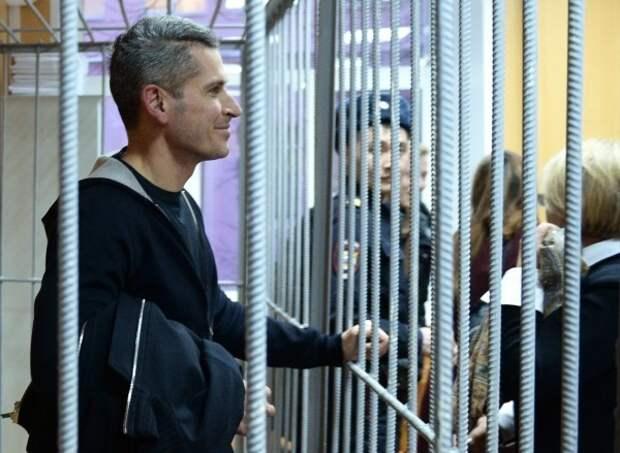 «Я уверен, что меня не арестуют» Как братьев Магомедовых поместили под стражу. Репортаж Znak.com из зала суда