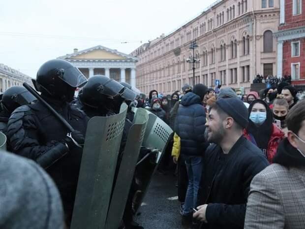 Риск заразиться ковидом: МВД РФ призвало россиян не участвовать в несогласованных акциях и предупредило о последствиях провокаций