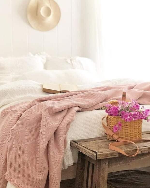 Гостевая спальня. Для статьи использованы фотографии из Инстаграм-аккаунта Кортни @frenchcountrycottage и сайта frenchcountrycottage.net