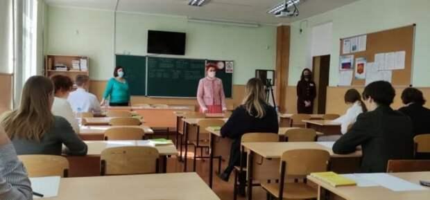 В Севастополе одиннадцатиклассники написали итоговое сочинение для допуска к ЕГЭ