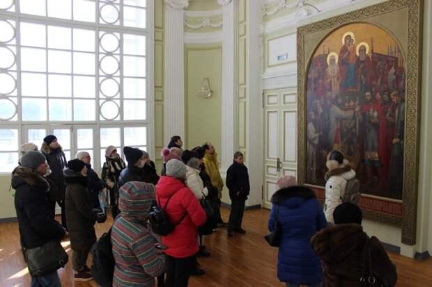 Более 50 гербов, Староямарочный собор и «сказочный терем» на Оке показали нижегородцам в День защитника Отечества