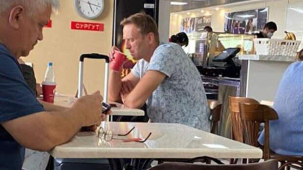 До отравления Навальный употреблял алкоголь