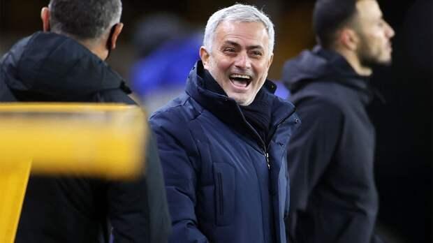 Моуринью после назначения на пост главного тренера «Ромы» показал новый чехол для телефона