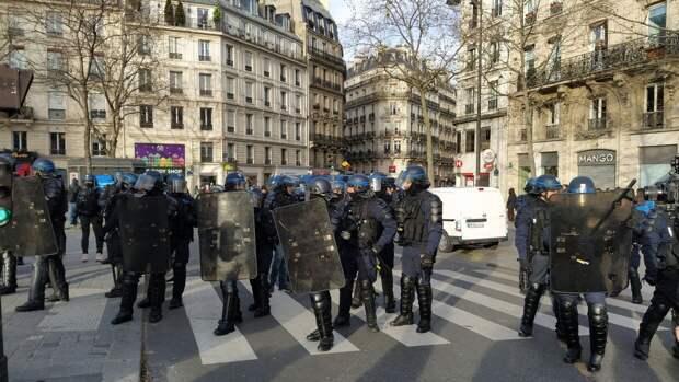 ФБР поможет избитому полицейскими в Париже сирийскому фоторепортеру
