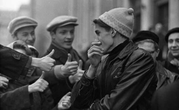 Студенты. Игра «Отгадай, кто?» Всеволод Тарасевич, 1963 - 1964 год, г. Москва, МАММ/МДФ.