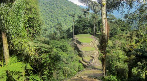 Сьюдад-Пердида Колумбия Сами колумбийцы зовут древний город Теюна. Современное же название можно примерно перевести как «Потерянный город»: руины основанного в 800 году до нашей эры муниципального центра индейцев археологи нашли лишь в 1972 году.